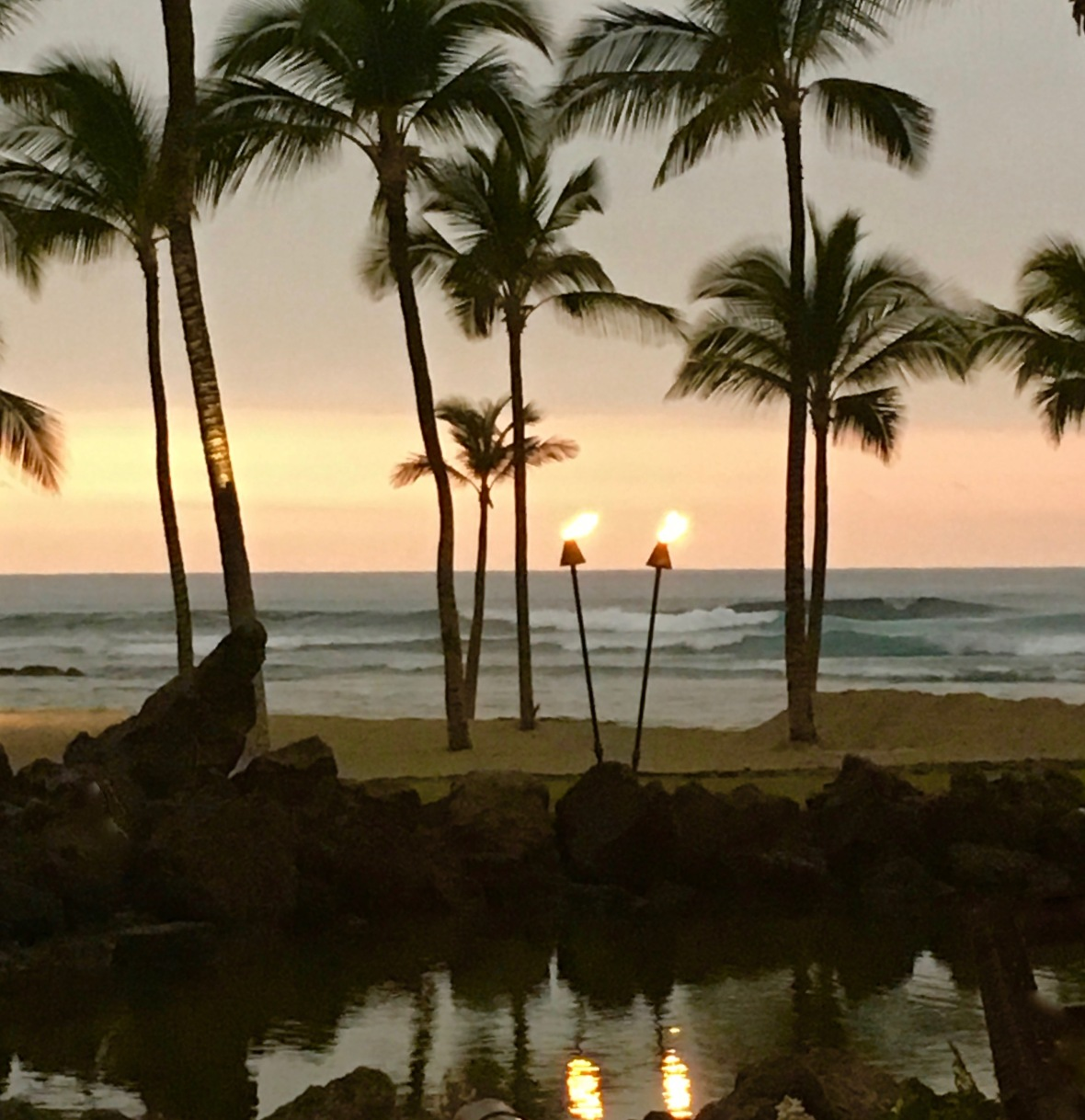 hawaii-2-torches-beach-reflection-pond