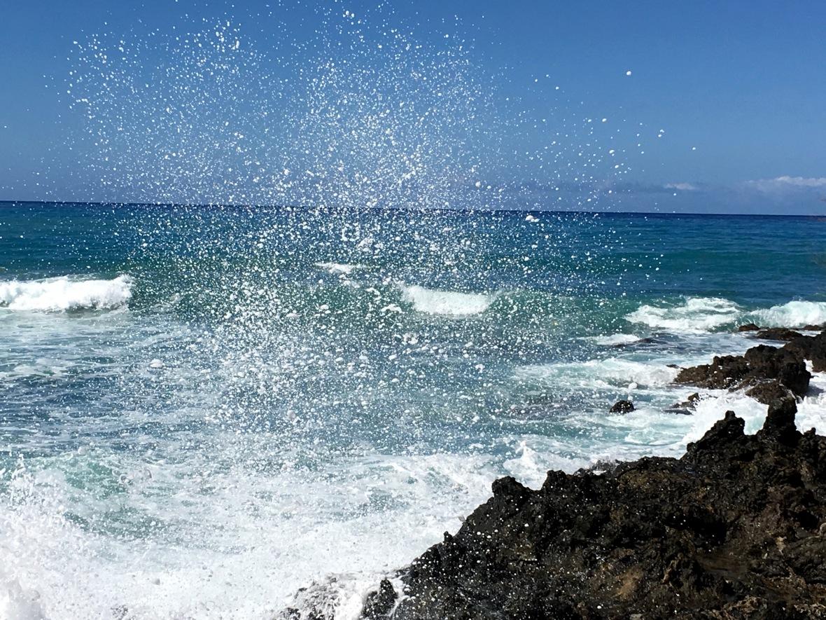 hawaii-snowy-wave-crashbig